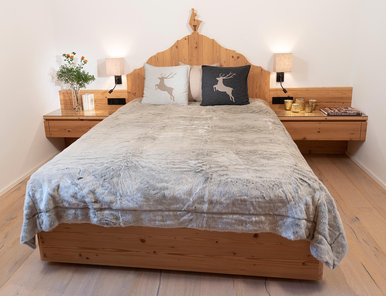 Schlafzimmer im Chalet-Stil - Möbeltischlerei Manfred Manzl